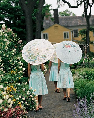 bridesmaids_parasols